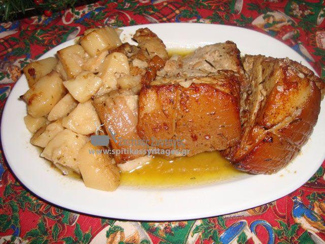 Μια από τις καλύτερες εορταστικές σπιτικές συνταγές είναι το ψητό χοιρινό κρέας στο φούρνο. Η συνταγή του είναι εύκολή και πεντανόστιμη.