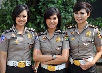 Es de lo más común ver en los cuerpos policíacos Indonesia  - del mundo, policías hombres que mujeres. Esto por un estereotipo que las considera como débiles para este tipo de trabajo.Las mujeres que llegamos a ver como policías en nuestro país
