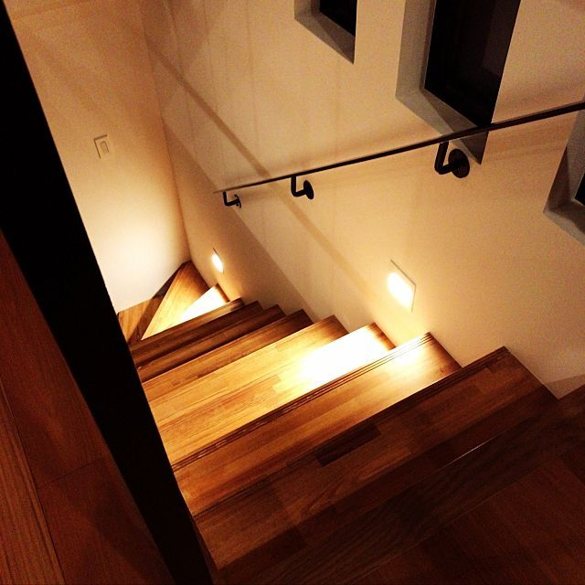 男性で、の階段/間接照明についてのインテリア実例を紹介。「階段照明」(この写真は 2017-04-25 00:01:18 に共有されました)