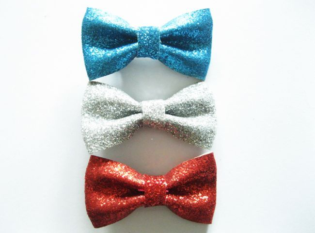 These glittery bows will make your little girl the life of the party, especially on July 4th! Get patriotic for independence day and celebrate your country. These bows are 20% off right now so get them while you can!