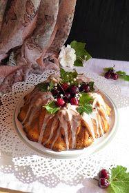 Bundt cake de cerezas y queso crema