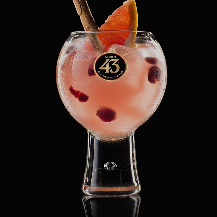 Made with Licor 43, cranberry juice and fresh lime juice, the Costa del Berry 43 is a sharp, sweet serve. Try the recipe – it's easy to make.