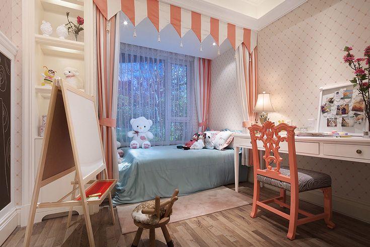 небольшая детская комната для девочки