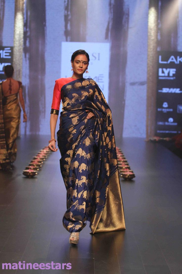 Models Walks For Santosh Parekh At Lakme Fashion Week Winter Festive 2016 - Hot Models Photo Gallery - High Resolution Pictures 16