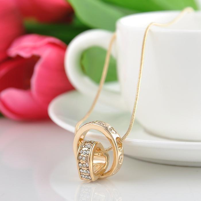 Collana con pendente anello e cuore ricoperto di strass – Colore Oro