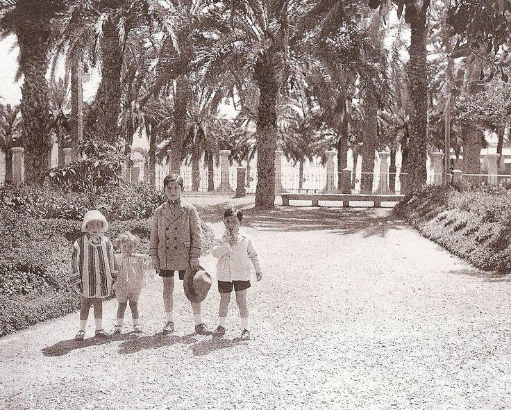 1926. Niños en el Paseíto de Ramiro. (AMA. Colección Senante-Lamaignere) - ALICANTINO RICO..... ALICANTINO POBRE ~ Alicante Vivo