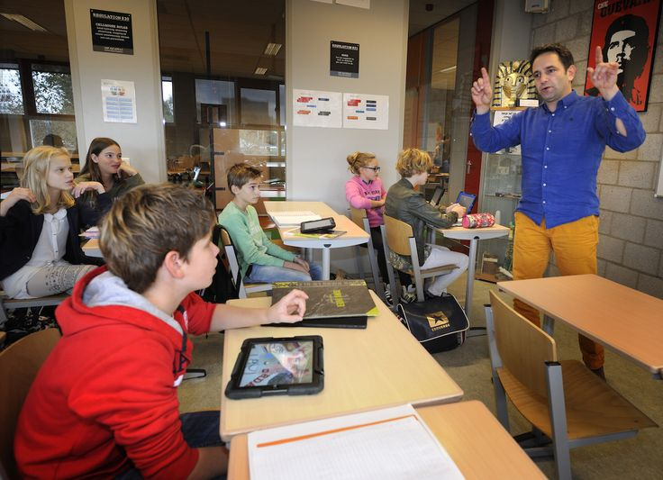 """""""Focus niet op technologie, maar op de leerling, de leersituatie en de leraar die met ict gaat werken"""", zegt Kennisnetdirecteur Toine Maes in een reactie op het rapport van de OESO."""