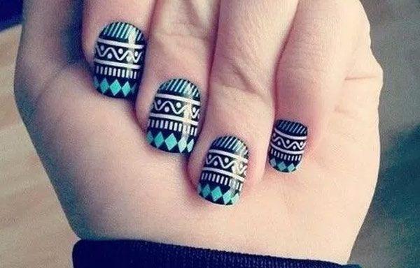 Uñas decoradas con pegatinas, uñas decoradas con pegatinas negras.   #colordeuñas #nailartcolor #uñaslindas