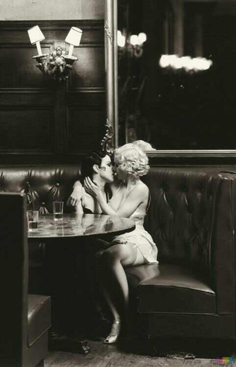 Lesbian kiss black-6200