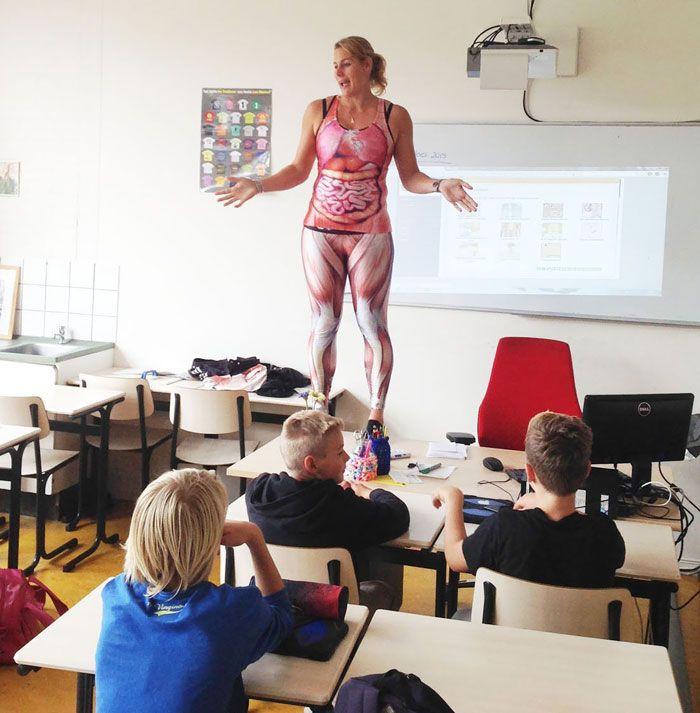 Cette Prof de Biologie qui a une Façon bien Particulière d'enseigner l'Anatomie