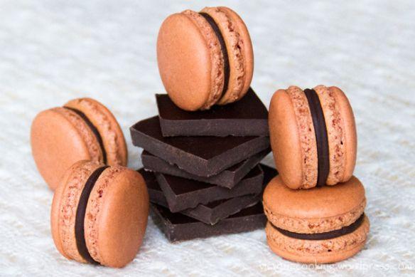 08 - Herme - Шоколадные макаронс