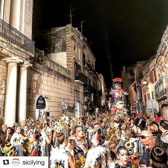 Ringrazio @sicilying per aver riproposto il mio scatto 🙂 #Repost @sicilying with @repostapp ・・・ #Carnevale è colore, divertimento, rottura degli schemi. Ecco una foto molto particolare da quello di #Sciacca (AG), pubblicata da @dispnea.lunare.  #beautifuldestination #carnival #exploretocreate #framesofitaly  #igersagrigento #igerssicilia #sicilia #sicily #thebestdestinations #travel #travelgram #travelpics #whatsicilyis #winter #wonderlust by dispnea.lunare. igerssicilia #whatsicilyis…