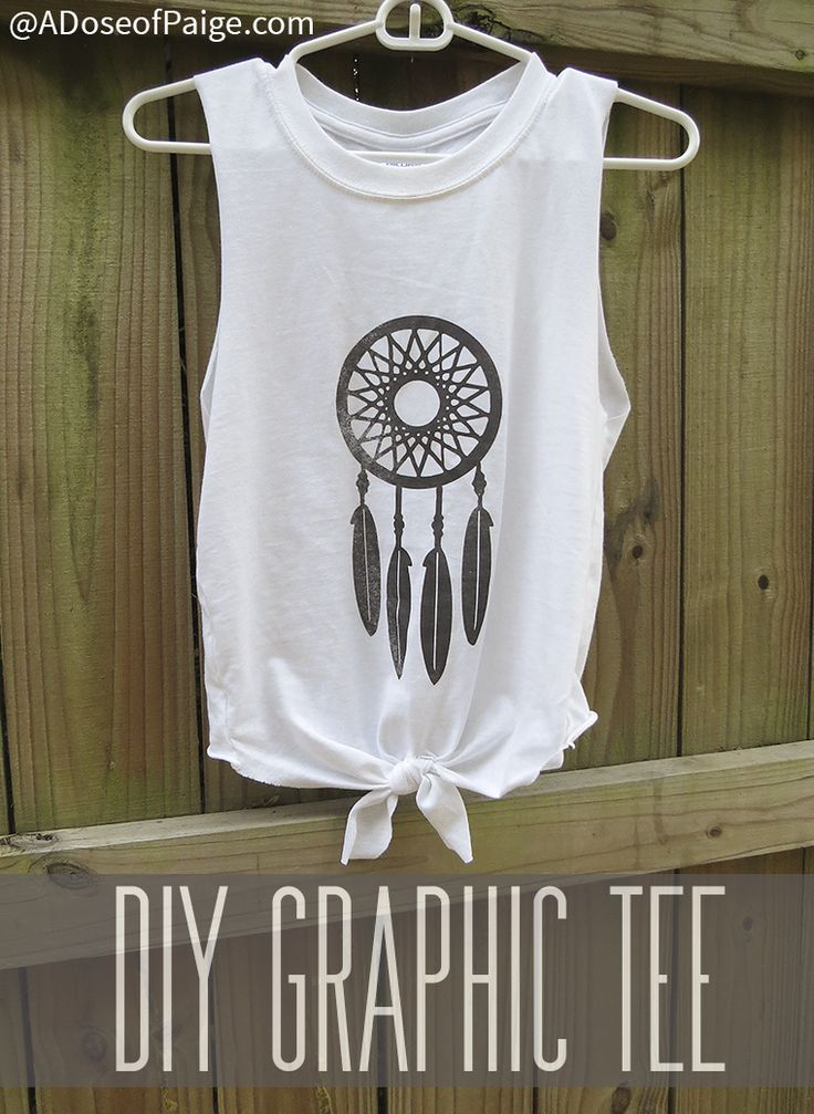 This DIY graphic tee is super easy to make and very trendy right now! #easycrafts #diy #diyprojects #fashion