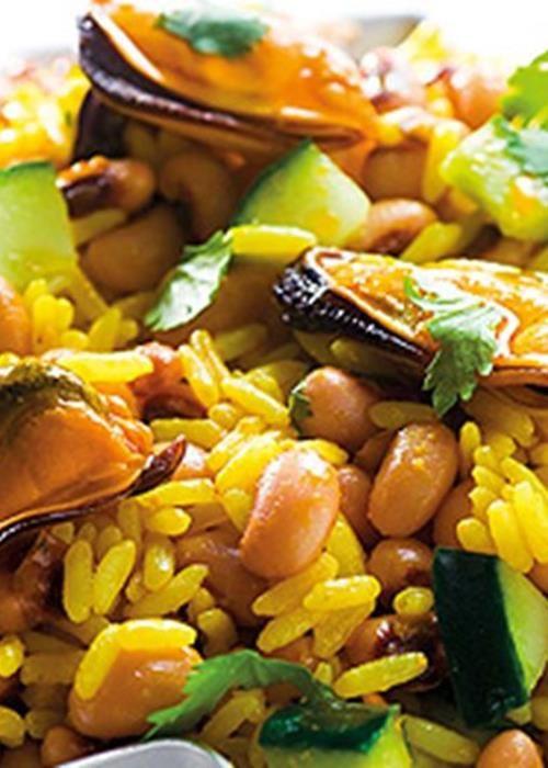 Salada de arroz, feijão frade e mexilhões de escabeche
