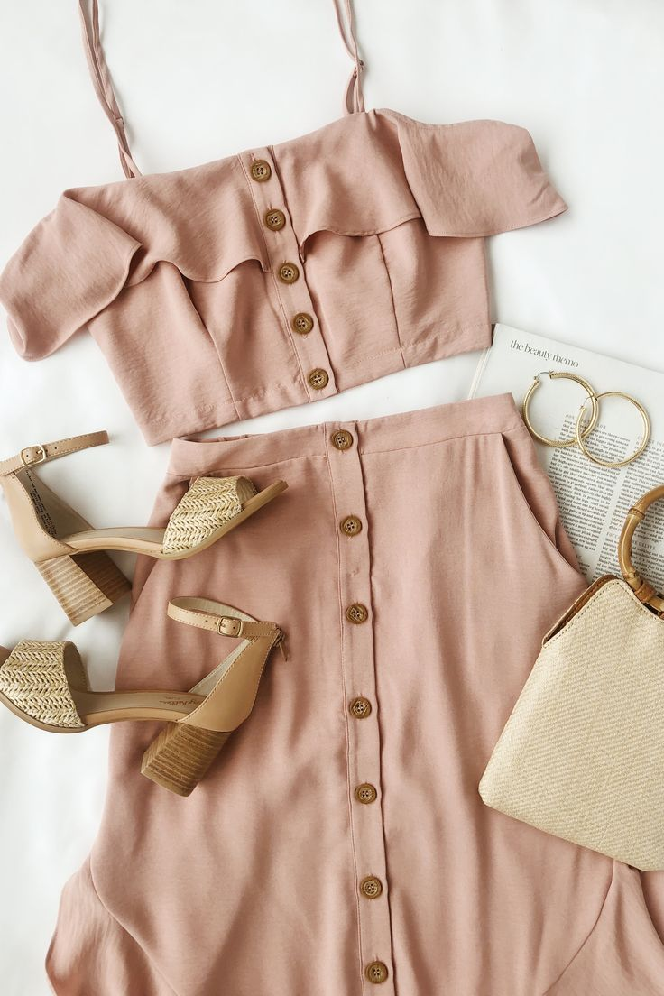 Get all the spring outfit inspo with this mauve pink two-piece dress. This top-r…