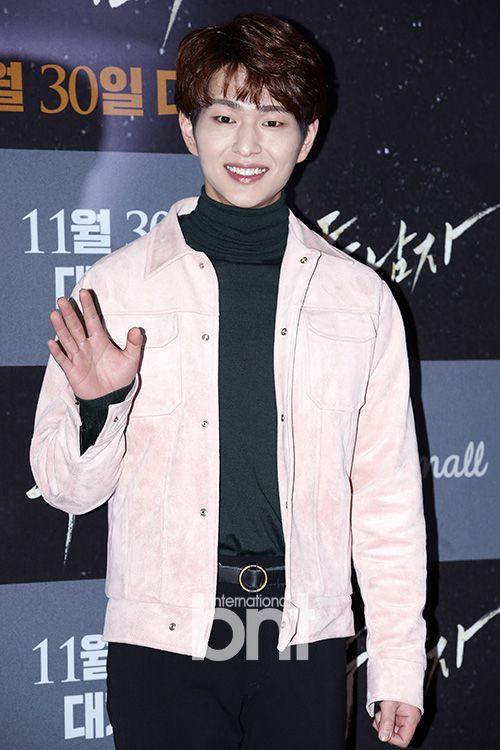 161122 Onew, Minho - 'Derailed' Movie VIP Premiere d
