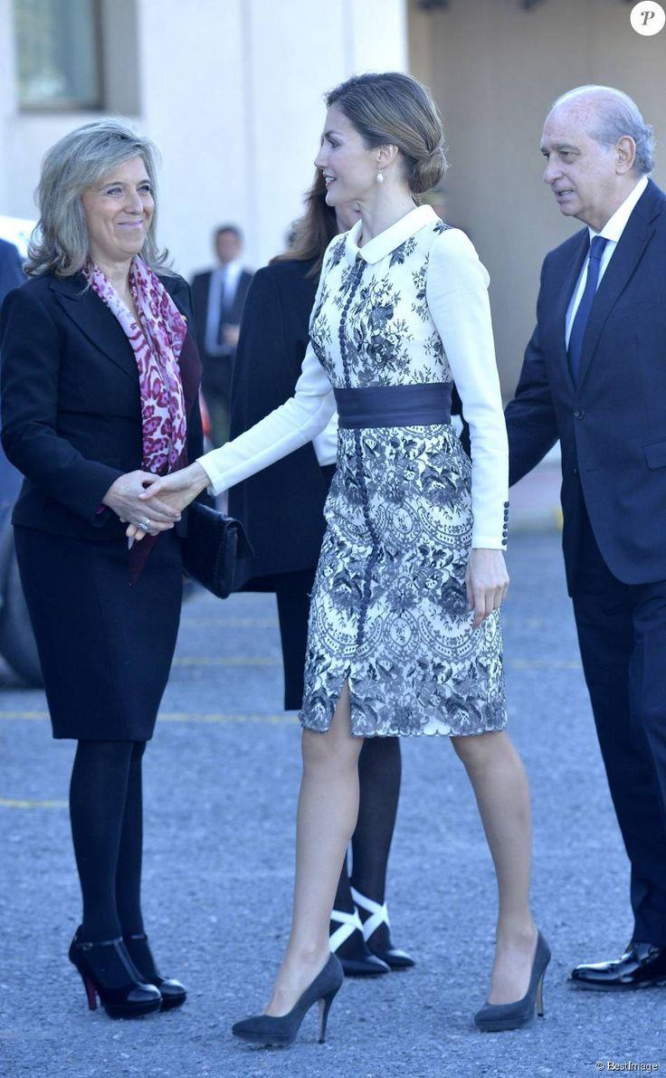 La reine Letizia d Espagne procédait le 10 novembre 2015  la remise cérémonielle du