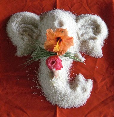 Rice, Flowers, Durva, Supari A natural Ganesha blesses the environment…
