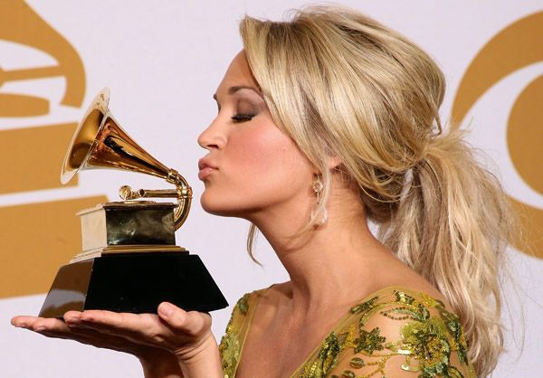 Carrie Underwood kissing compilation @ http://www.wikilove.com