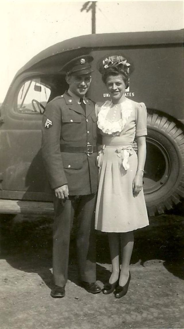 Vintage Soldier Wedding – 50 Lovely Photos Capture Married Couples in the Second World War