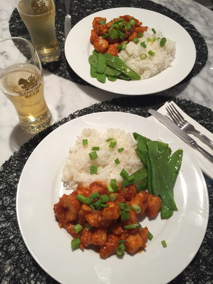 General Tso's Chicken with Sautéed Snow Peas & sticky Jamine Rice.  Pollo General Tso con Arroz de Jazmín y  arveja salteadas.