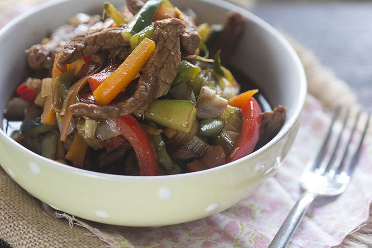 Ésta receta se ha convertido en una de las habituales que preparo para comer. Está muy rica, es saludable y se prepara en un momento. Además se puede hacer con antelación. Para elaborar ésta receta he