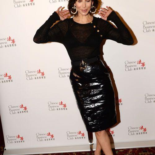 Sophie Marceau était l'invitée de Nikos Aliagas sur Europe 1 ce samedi 16 avril pour les 25 ans de l'association Arc en Ciel. L'actrice a révélé...