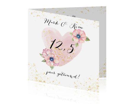Uitnodiging huwelijksjubileum 12,5 jaar getrouwd met hart in aquarel versierd met anemonen en glitter. (4886)