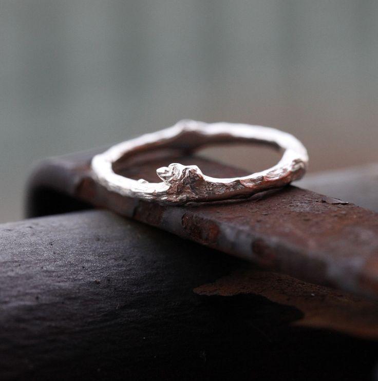 Větvičkový+prsten+stříbrný+snubní+či+jen+tak+II+Prsten+vytvořený+technikou+ztraceného+vosku+ze+stříbra,+silnější+verze+mého+jemného+větvičkového+prstýnku:http://www.fler.cz/zbozi/vetvickovy-prsten-stribrny-snubni-ci-jen-tak-6673481+Tento+prsten+je+vhodný+pro+muže+i+ženu,+která+má+radši+robustnější+prsteny.+Krásný+snubní+prsten+či+jen+tak,+k+jakékoli...