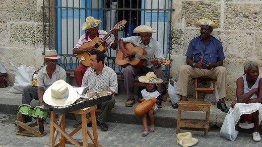Gateliv i Havana. Cubanske gatemusikanter lager god stemning http://travels.kilroy.no/destinasjoner/karibien/cuba/havana