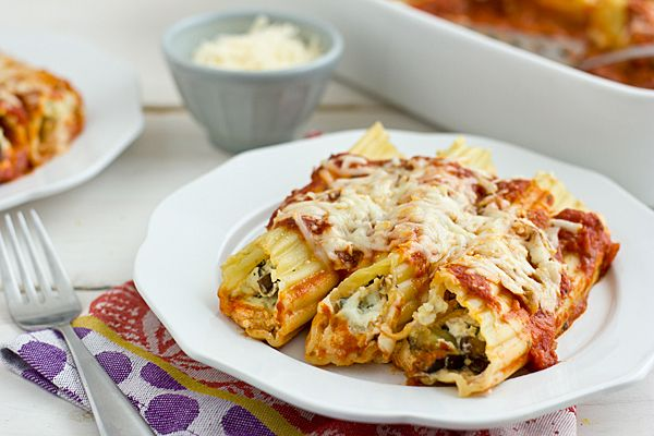 Cheesy roasted vegetable baked manicotta - perfect for making ahead/freezing. | Oh My Veggies