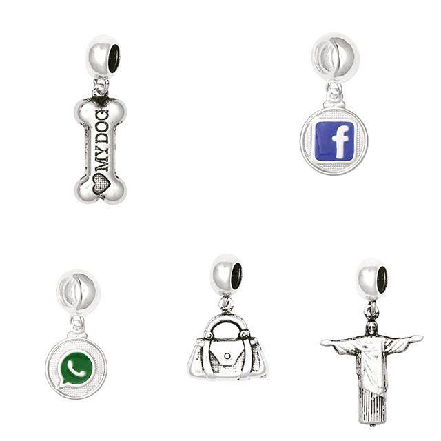 Opções de berloques em prata 990. Consulte um representante e veja nosso mostruario completo. São mais de 3 mil produtos. #Galle #gallefolheados #prata990 #berloquesprata #prata #pingentes #berloques #charms