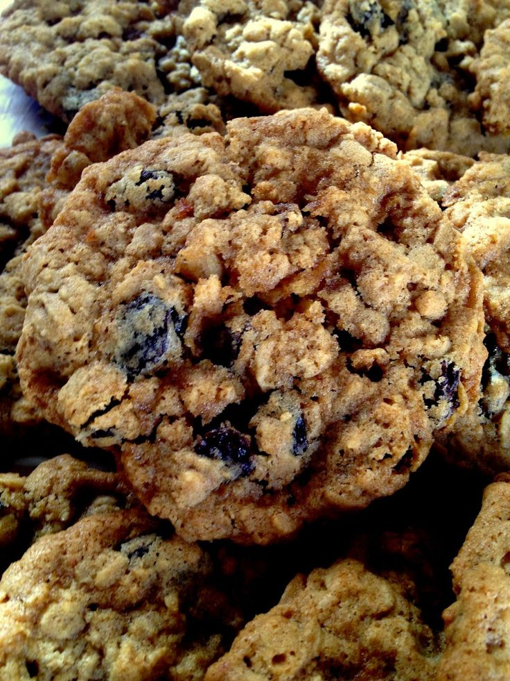 Diyet yaparken tatlı yemek isteyenlere yulaflı yağsız az şekerli bir kurabiye tarifi Malzemeler 50 gram yulaf 1 orta boy muz(ezilm...