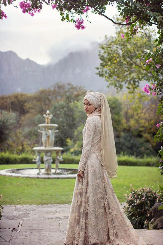 Flowiness of both dress and hijab. I especially love that she has a sort of veil hanging down her back. I love that idea.