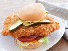 Hoosier Pork-Tenderloin Sandwich Rezept von Food Network Kitchen über Food Netwo …