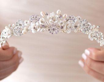 Artículos similares a Louise lado Tiara Floral hongo ostra perlas claro cristal tocado diadema nupcial de Dama de honor novia Tiara accesorios para el cabello UK en Etsy
