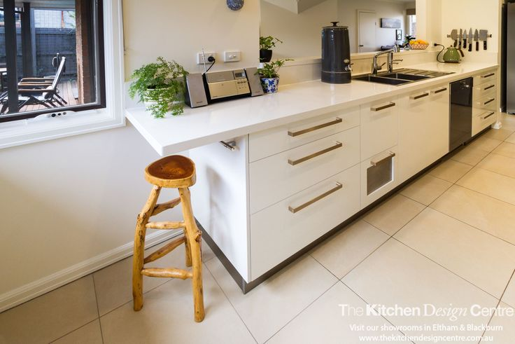 A small, yet incredibly well thought out kitchen space. Contemporary finishes and practical storage solutions. www.thekitchendesigncentre.com.au @thekitchen_designcentre