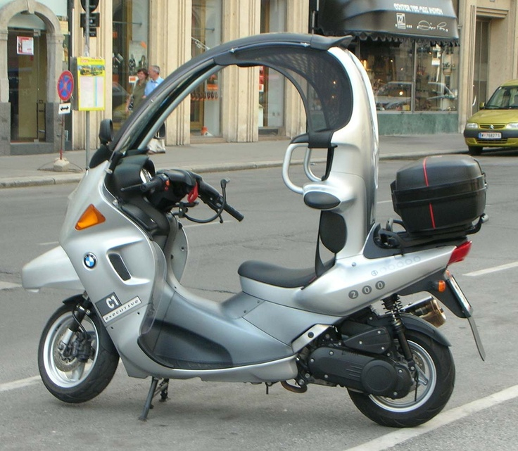 Enclosed scooter