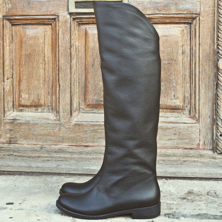 #the5thelementshoes #rosettishowroom #long #leather #black #boots