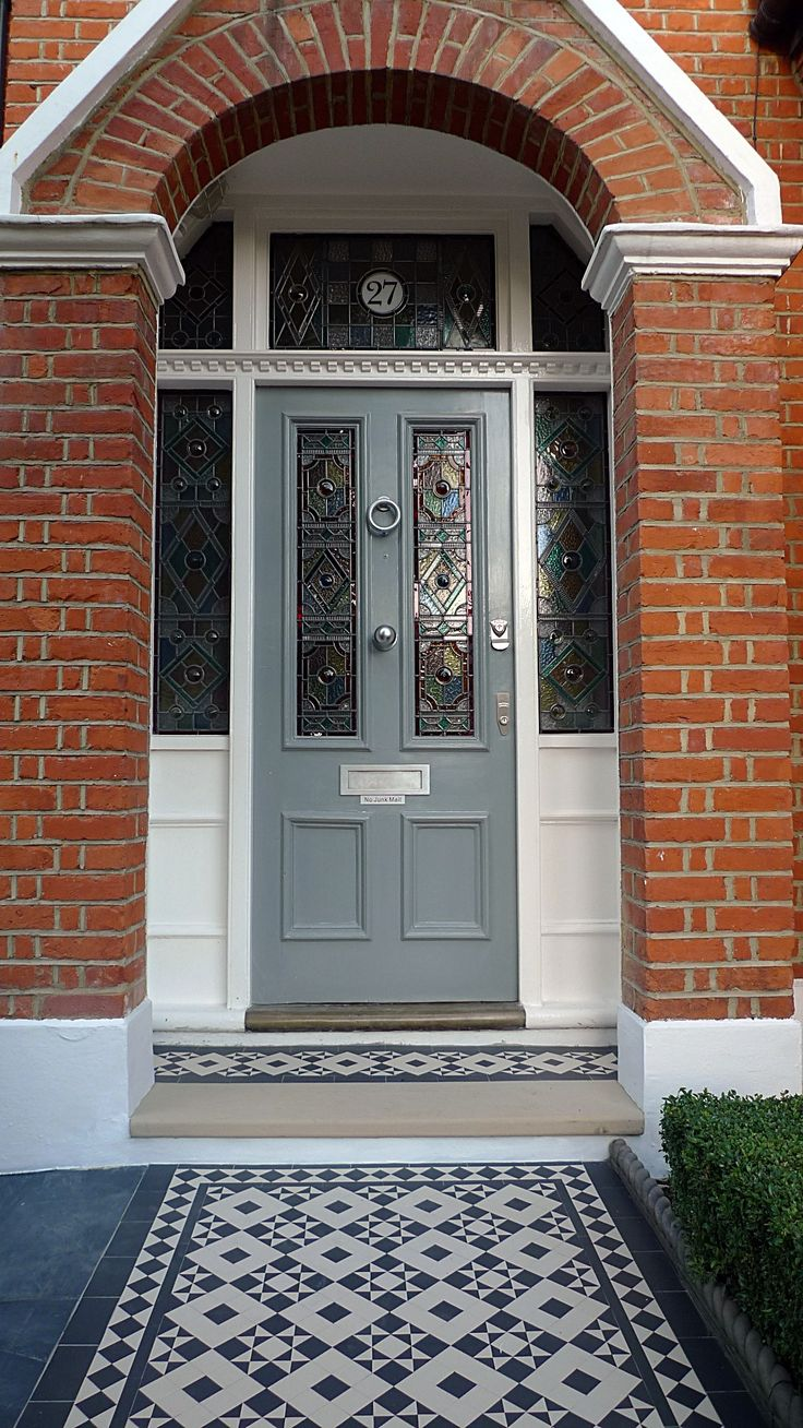victorian black and white mosaic tile path battersea York stone rope edge buxus london front garden (10)
