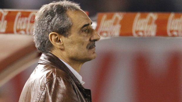 Ex campeón  con Universitario 2002 tomó la  decisión  de retirarse del fútbol. Recordamos una de sus mejores columnas para DT. Febrero 06, 2015.