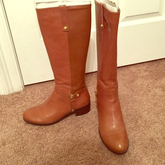 7 1/2 Guess Brown Boots with Gold Accent Guess medium brown leather boots, originally $200 from shoe station and only worn once for a few hours. They come with the box and all the packaging Guess Shoes