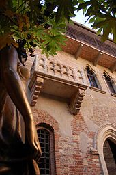 Juliet's House and Balcony Hotel Martini, Hotel Piccolo, Hotel Porta Palio www.hotelsverona.it  Tel: +39(0)45569400