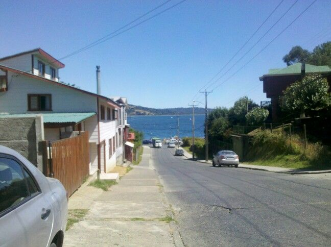 Bajada a la Costanera por la calle frenre a Cruz del Sur