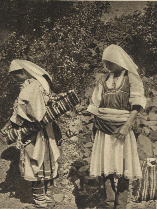 B/W photo of two women with local costume from Embonas of Rhodes. Inscriptions: CARTOLINA POSTALE, CARTOLINE DI RODI - SERIE DECINA, Interno dell'Isola, 7. RODI - Costumi di Embona.