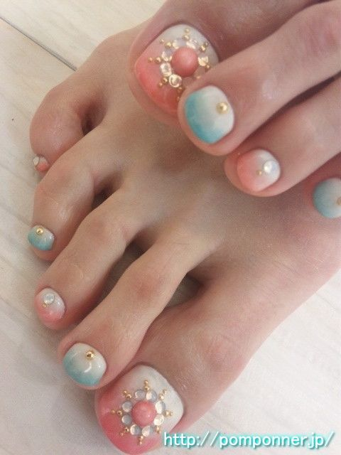 SOO PRETTY !Blue and pink nail foot of the gradient based on the white
