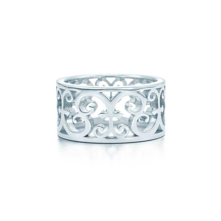 Tiffany Enchant® wide ring in 18k gold.