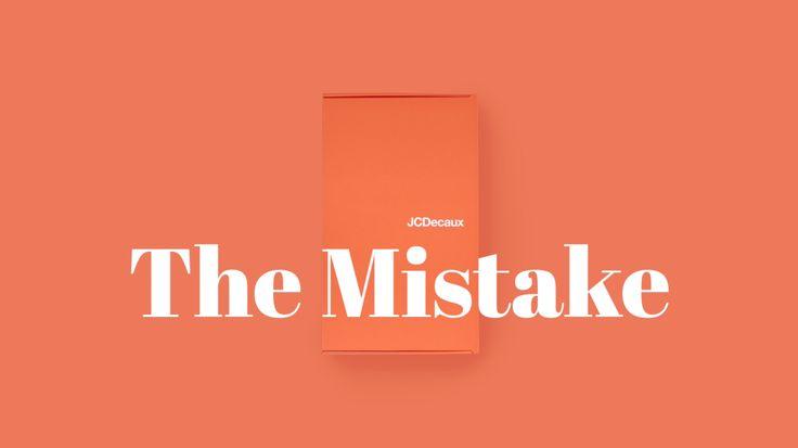 JCDecaux est connu dans le monde de l'affichage, et notamment pour ses affiches de 2m². Cependant, les annonceurs pensent que la société s'arrête à ce type de format. C'est pourquoi JCDecaux a imaginé un moyen de leur rendre la pareille.