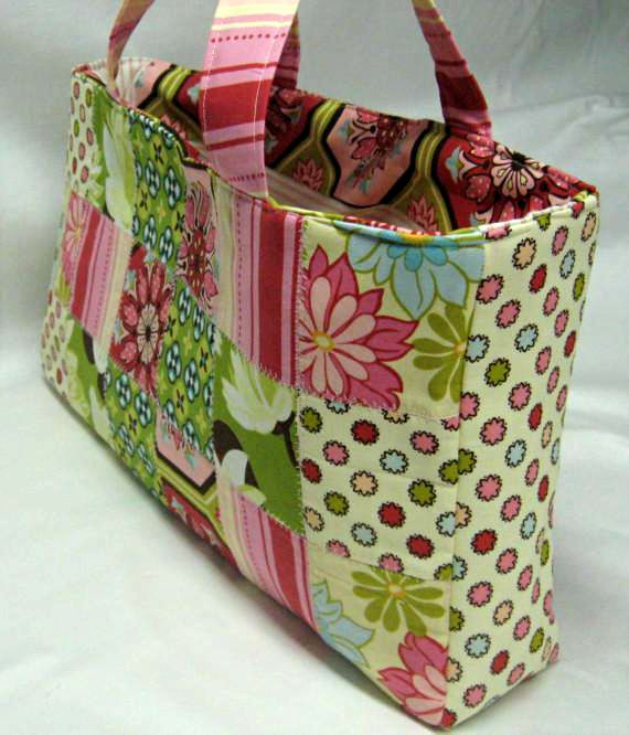 25+ unique Patchwork bags ideas on Pinterest Quilt bag, DIY quilted bags and Small pouch diy