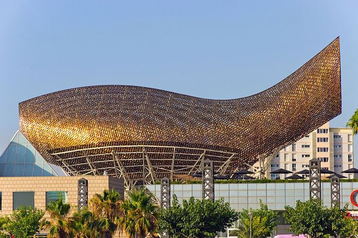 The monumental golden steel-mesh fish sculpture Gehry created for the 1992 Olympic Village in Barcelona represented a technological breakthrough for the architect's studio, which used three-dimensional aeronautical-design software to realize the concept.